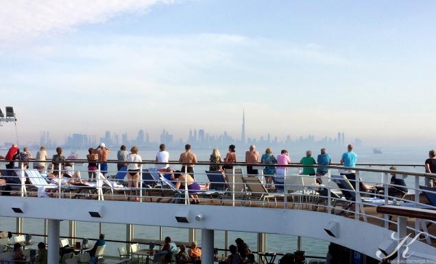 Skyline Dubai vom Pooldeck aus