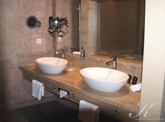 Badezimmer mit Sichtbezug nach aussen